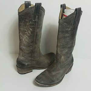 STUNNING FRYE WEATHERED LEATHER BOOTS